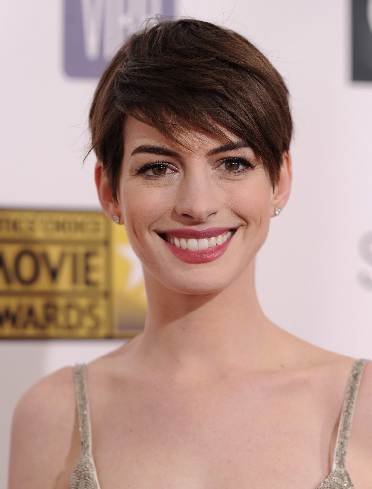 Anne+Hathaway in 18th Annual Critics' Choice Movie Awards