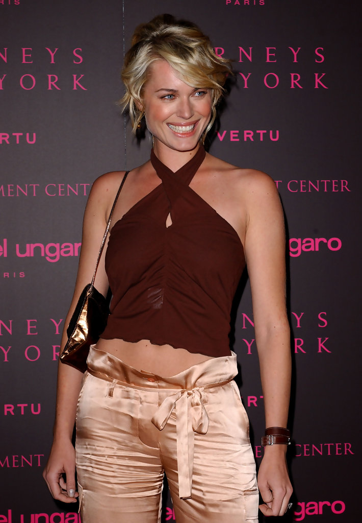 Rebecca Romijn Stamos Photos 2003 Fashion For A Cause