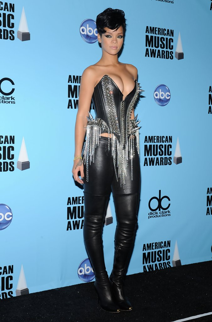 Rihanna Photos Photos - 2008 American Music Awards