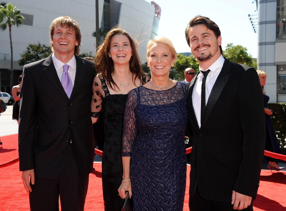 Jason Ritter Tyler Ritter Nancy Morgan Carly Ritter Tyler Ritter And Carly Ritter Photos 2012 Primetime Creative Arts Emmy Awards Zimbio It don't come easy, storms on the ocean, oh, farmer. tyler ritter and carly ritter photos