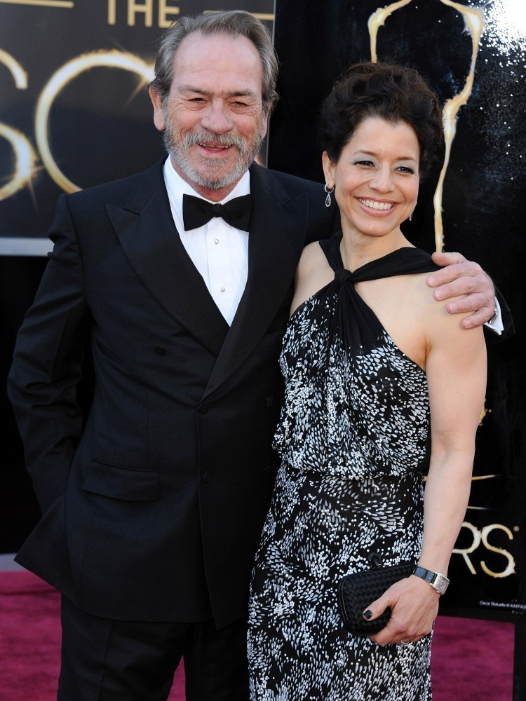 Tommy lee jones wife dawn