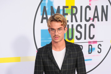 Aaron Rhodes 2017 American Music Awards