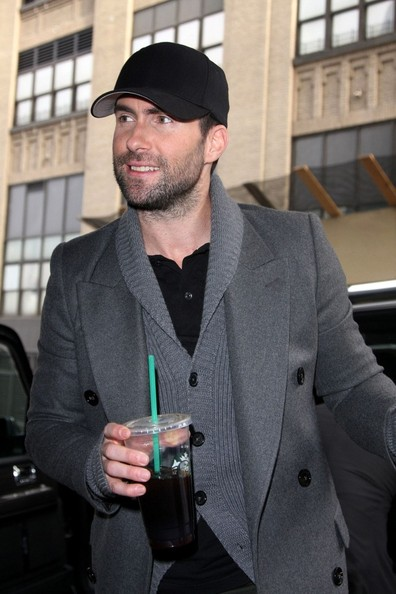 Adam Levine Photos Photos - Adam Levine Grabs Coffee - Zimbio 9341c224b6d
