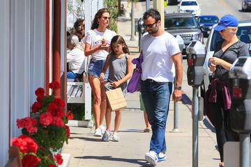 Alessandra Ambrosio Jamie Mazur Alessandra Ambrosio's ice cream outing with her ex-fiance and kids