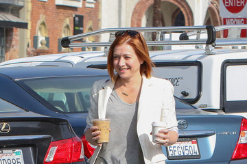 Alyson Hannigan Alyson Hannigan Grabs Coffee