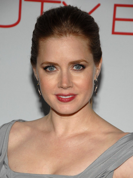 http://www1.pictures.zimbio.com/bg/Amy+Adams+Launch+Beauty+Book+Brain+Cancer+-zw8PrSQlHYl.jpg