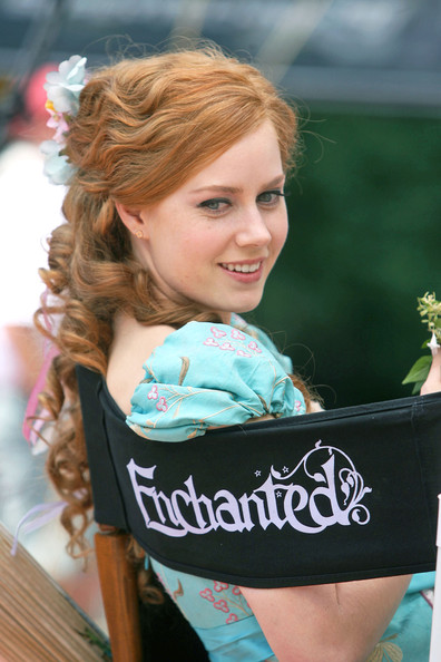 [Image: Amy+Adams+set+Enchanted+OtMoEj8yVUul.jpg]