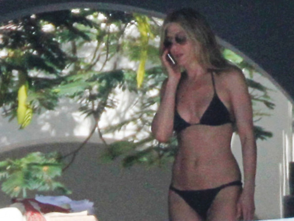 Jennifer Aniston Cabo San Lucas. Jennifer Aniston (Bauer