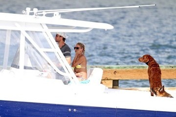 Anna Kournikova Anna Kournikova and Enrique Iglesias on a Boat