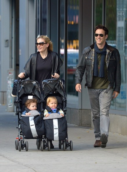 FOR USA SALES: Contact Randy Bauer (310) 910-1113 bauergriffinsales@gmail.com.FOR UK SALES: Contact Caroline 44 207 431 1598 MUST BYLINE: EROTEME.CO.UK.Anna Paquin and Stephen Moyer enjoy the cold New York weather out with their twins, Poppy and Charlie, in the East Village.