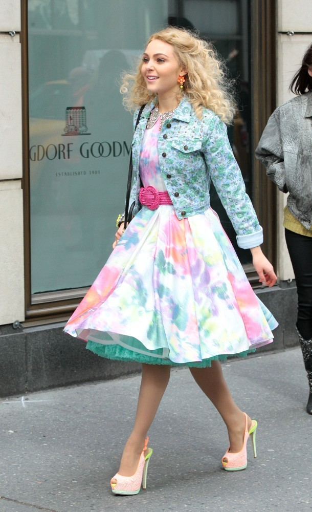 Annasophia Robb - AnnaSophia Robb on Set in NYC 5