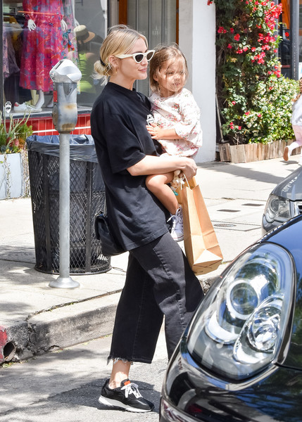 Ashlee Simpson And Daughter, Jagger, Step Out In L.A.