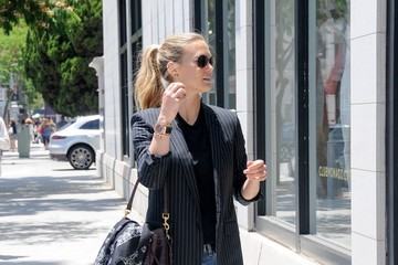 Bar Refaeli Bar Refaeli Goes Shopping