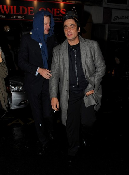 Photo of Benicio Del Toro & his friend   -