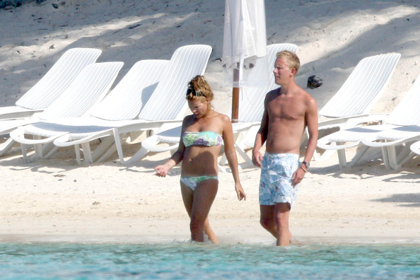 Billie Piper And Laurence Fox In Mauritius 10 Of 41 Zimbio