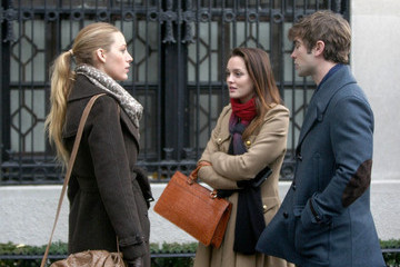 Leighton Meester Chace Crawford Blake Lively and Penn Badgley on the Upper East Side