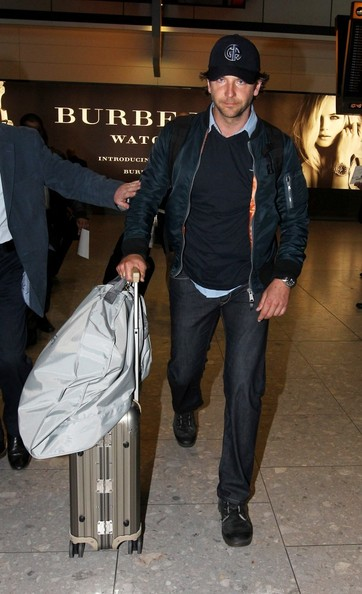 Bradley Cooper Photos Bradley Cooper Lands In London
