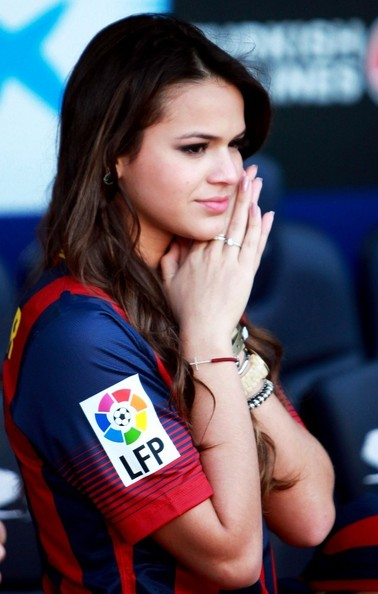 Bruna+cheers+on+Neymar+6SVQ8Bk4oDgl.jpg