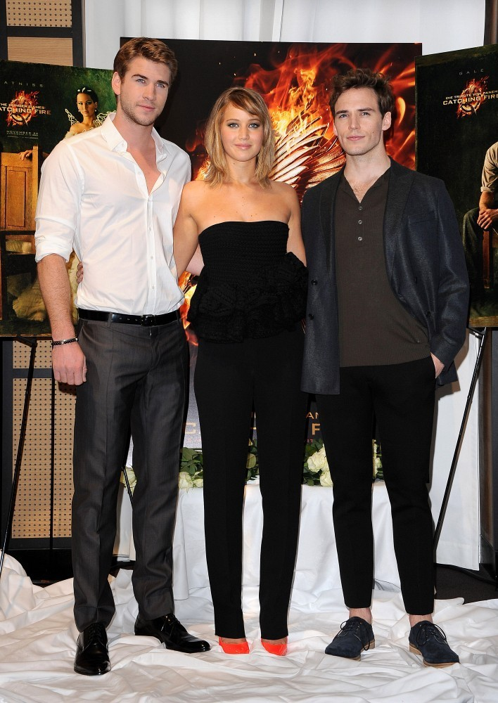 jennifer lawrence dating zimbio The 20-year-old actress wore a totally sheer dress while hanging out with boyfriend mod sun and sister dani thorne bella thorne jennifer lawrence liam.