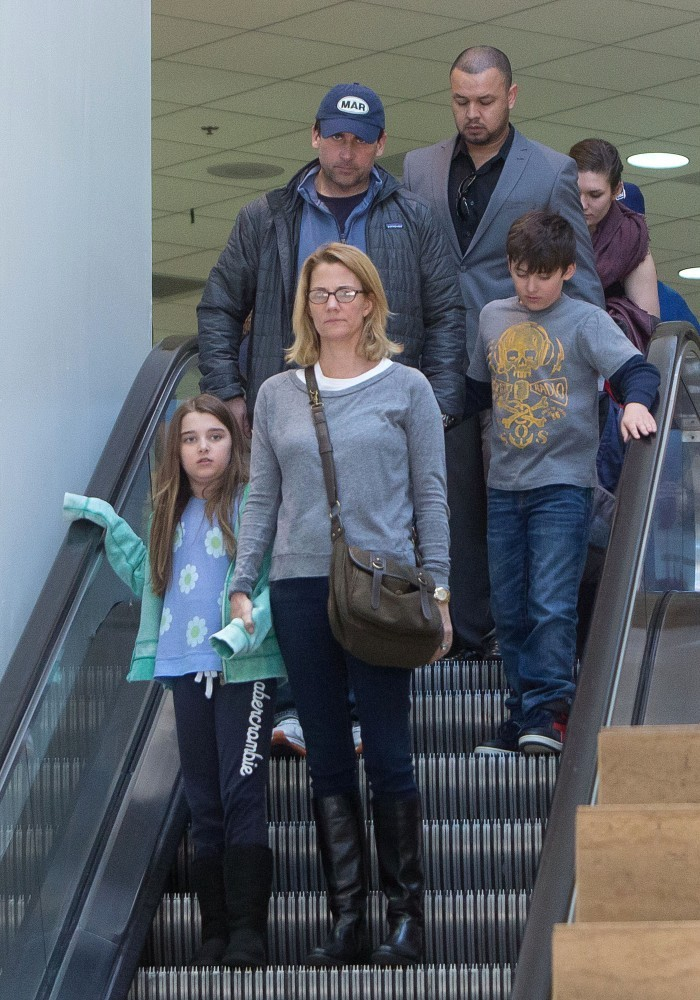 Steve Carell Nancy Walls Nancy Walls Photos Steve Carrell And Family At Lax Zimbio Queen elizabeth i's right to the throne wasn't always guaranteed. zimbio