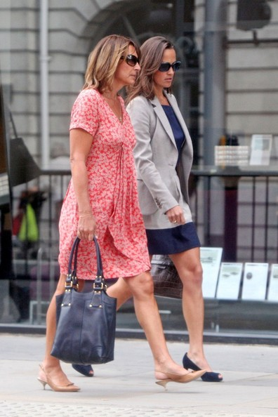 A royal christmas wedding dress - Carole Middleton Photos Photos Pippa Middleton Goes Shopping With