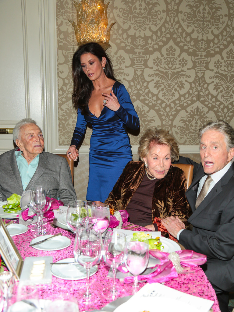 Catherine+Zeta+Jones+7th+Annual+Legacy+Vision+u6XTJ8cOJaQx.jpg