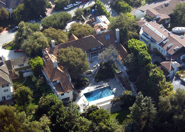 BRAD PITT AND JENNIFER ANISTON'S HOME IN BEVERLY HILLS WHICH THEY BOUGHT