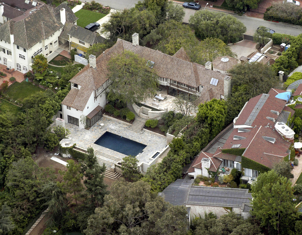 Jennifer aniston and brad pitt photos photos celebrity for Celebrity home tours beverly hills