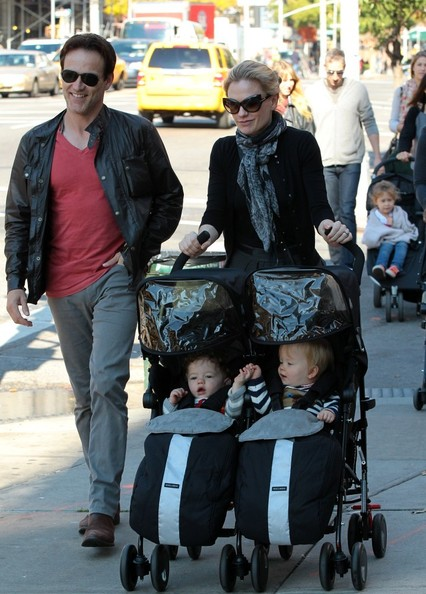 Charlie Moyer Photos Photos - Anna Paquin and Family Out ... Anna Paquin Instagram