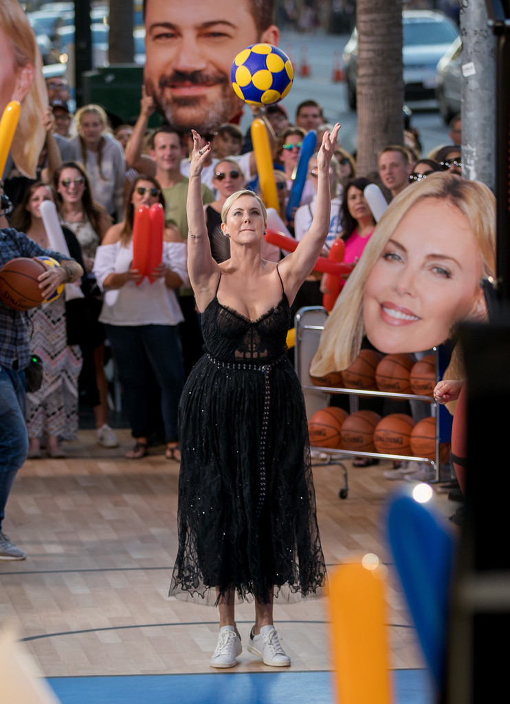 Charlize+Theron+Charlize+Theron+Plays+Basketball+q9-ny0bSyx5x.jpg
