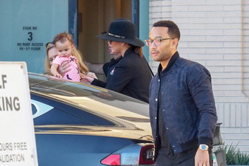 Chrissy Teigen John Legend and Chrissy Teigen Tale Baby Luna Shopping