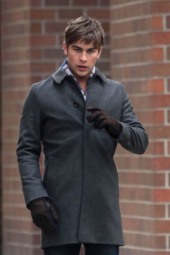 Chace Crawford Photos Photos - Celebrities on the Set of ...
