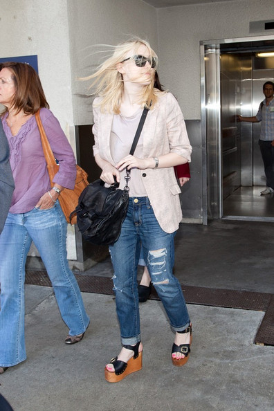Dakota Fanning Dakota Fanning's hair flies in the wind as she arrives at LAX (Los Angeles International Airport).