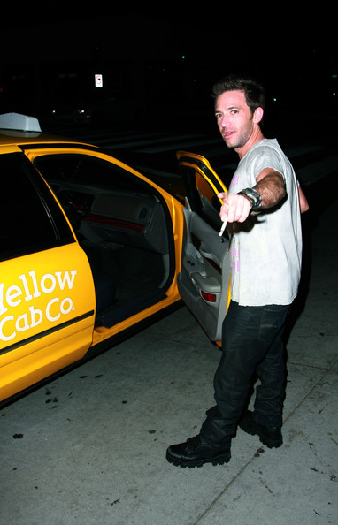 David Faustino - David Faustino Leaving Villa