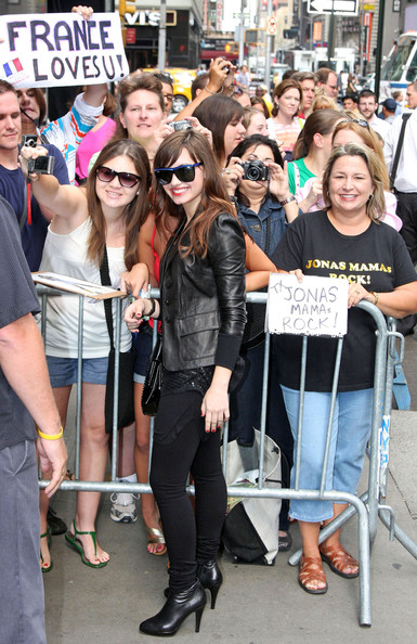 Demi Lovato Outside GMA لاتفوووووووتكم Demi%20Does%20GMA%20tuuXdvkRjK-l