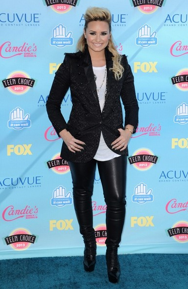 Demi Lovato - Arrivals at the Teen Choice Awards