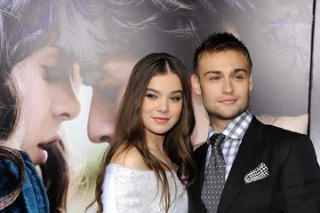 Douglas Booth Hailee Steinfeld 'Romeo and Juliet' Premieres in Hollywood
