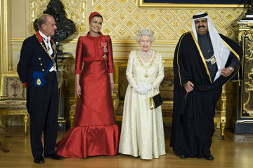 Sheikha Mozah bint Nasser Al Missned Queen Elizabeth and Prince Philip Attend the State Banquet with the Emir of Qatar