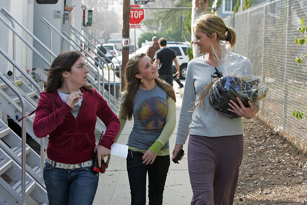 emily osment in emily osment on the set of hannah montana