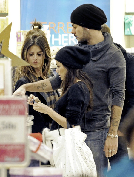 Eva Longoria Makes Out at the Mall