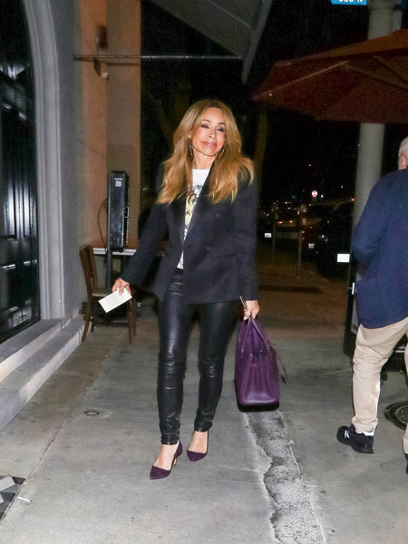 Faye Resnick Outside Craig's Restaurant In West Hollywood - 1 of 6