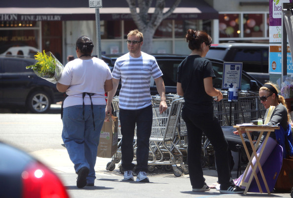 Gary Barlow part du Wholefoods Market 10/05/2010 Gary+Barlow+is+a+Flower+Man+NtUCD2HBId0l