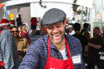 Geoff Stults Geoff Stults At Los Angeles Mission Christmas On Skid Row