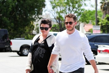Ginnifer Goodwin Ginnifer Goodwin and Josh Dallas Hold Hands