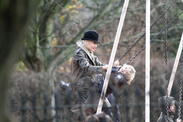 Gwen Stefani - Gwen Stefani and Gavin Rossdale Take the Kids to the Park