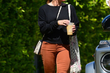 Hilary Duff Hilary Duff Enjoys A Day Out With Her Family