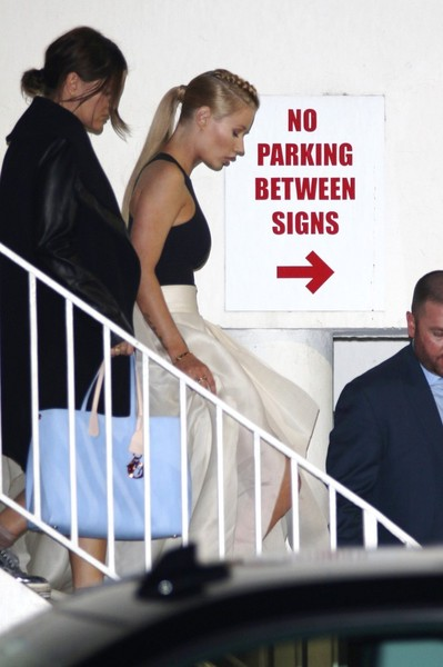 Iggy Azalea and Taylor Swift Hang Out at a Hotel