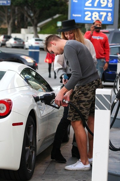 Iggy Azalea S Fancy New Ferrari Celebrity Cars Blog