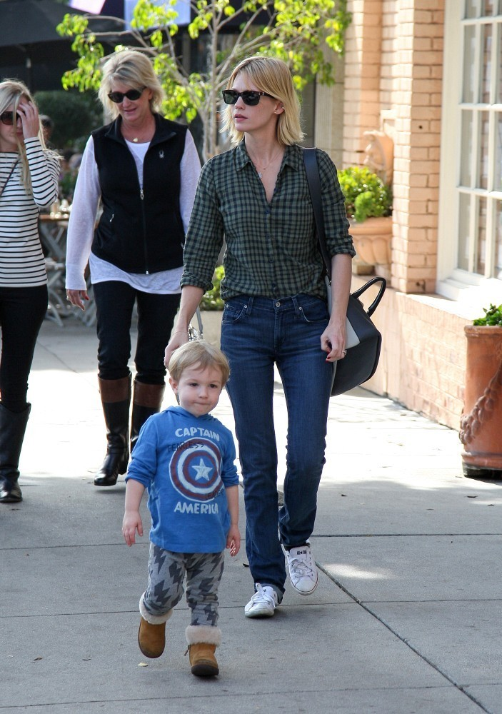 January Jones and Son Out for Lunch 4 of 24 - ZimbioJanuary Jones Son