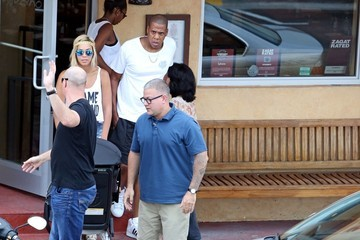 Jay-Z Beyonce Knowles Beyonce Knowles and Family Go to Lunch